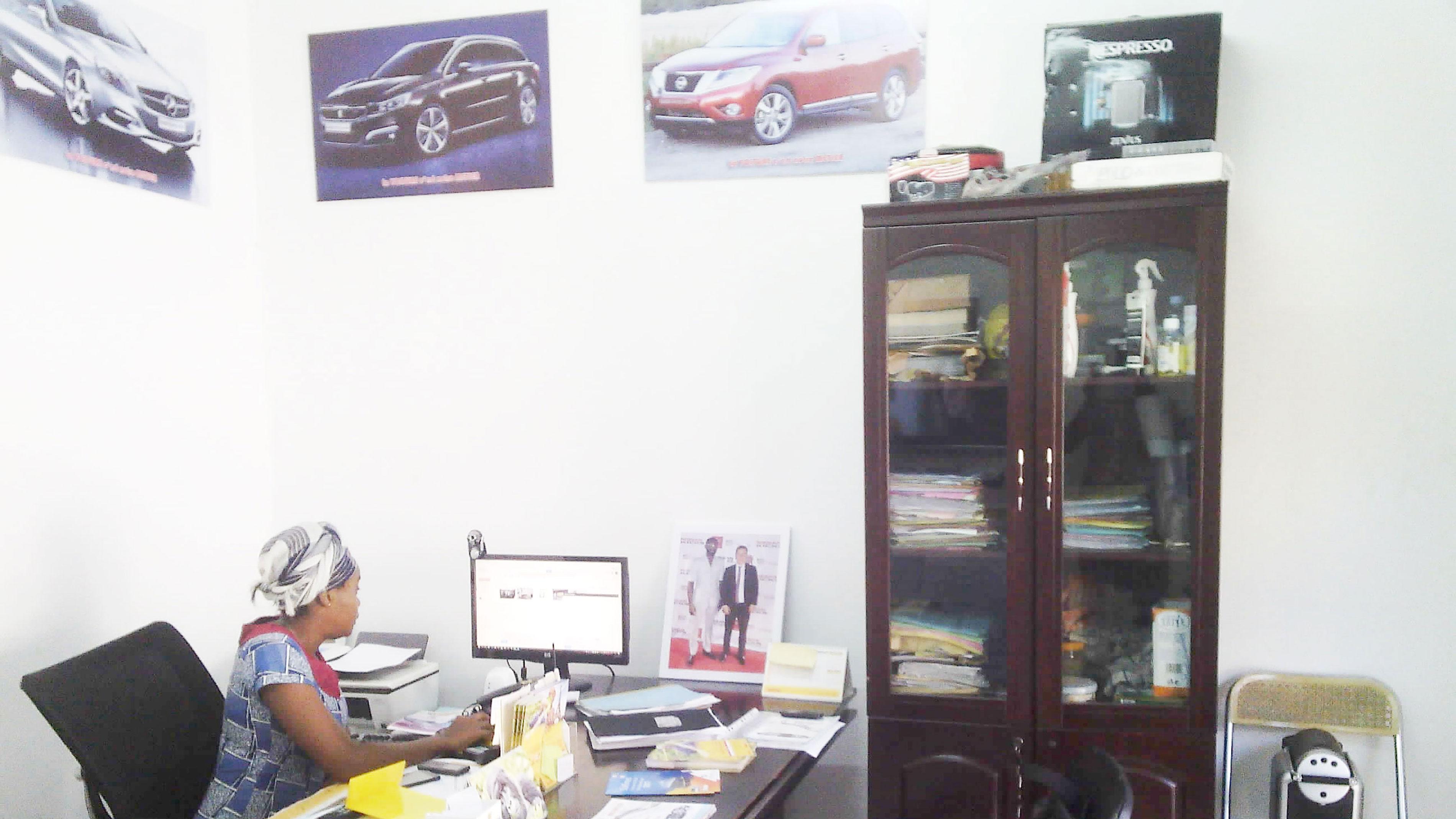 mobile service auto location de voitures. Black Bedroom Furniture Sets. Home Design Ideas