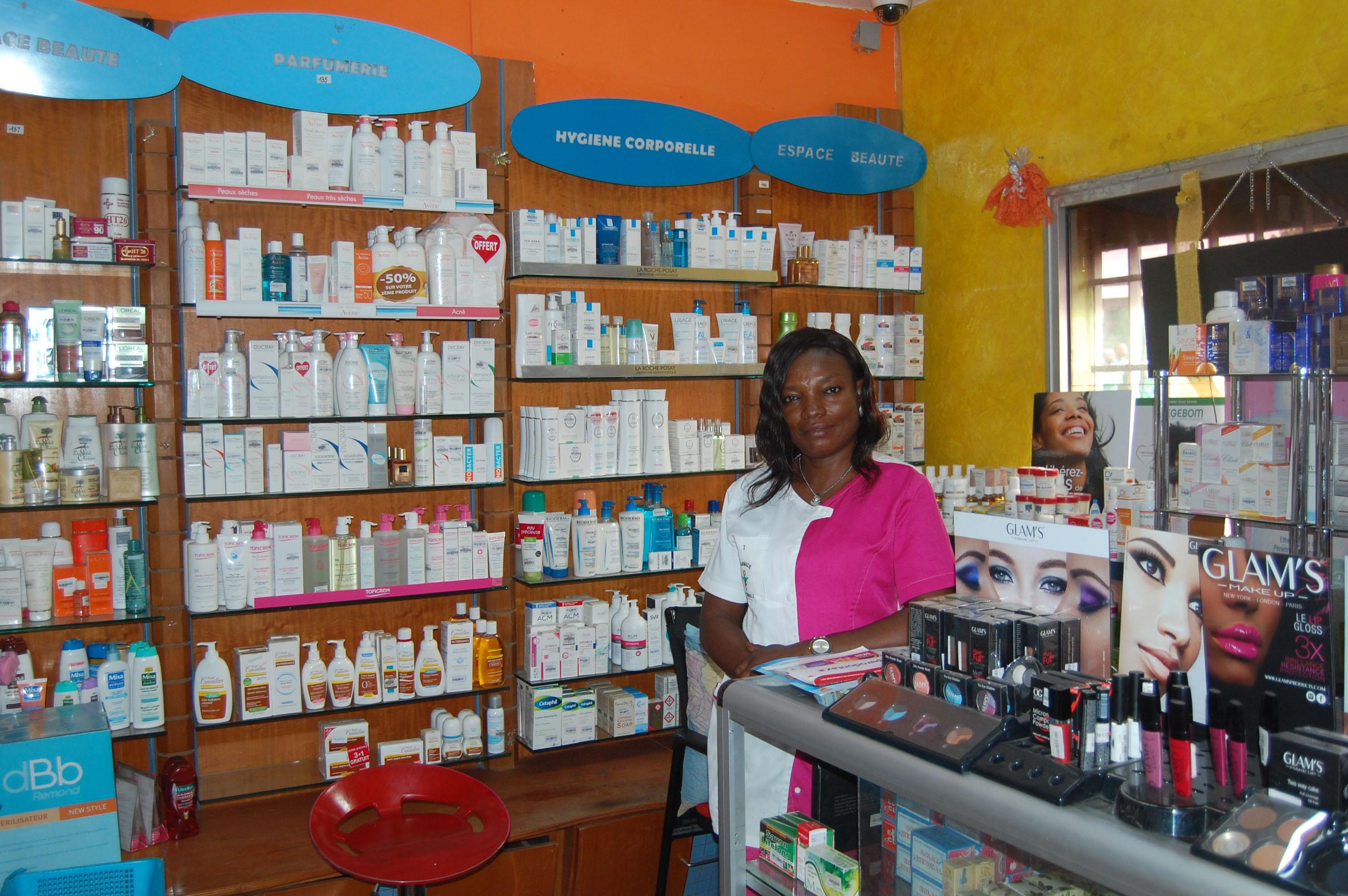 """Résultat de recherche d'images pour """"afrique, pharmacie, vente de médicaments"""""""